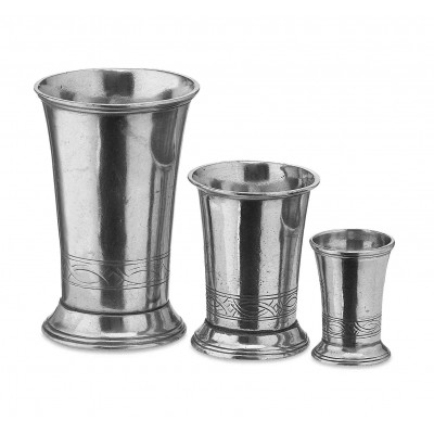 Pewter tumbler with engraved decoration