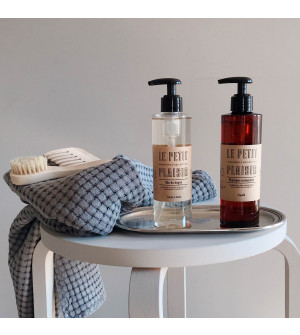 Shampoo and Grapefruit Body Wash set with tray